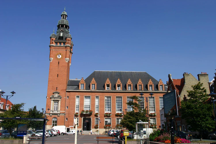 La mairie de Rosendaël, place des Martyrs de la Résistance